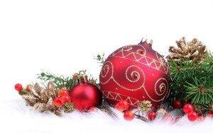 kerstboom-versieren-rode-kerstdecoratie-3